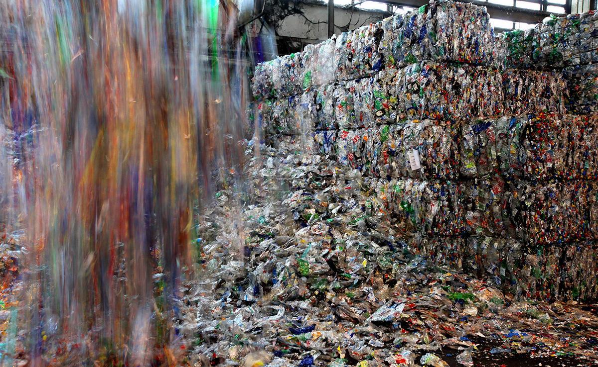 Plastic bottle recycling - circular economy | Veolia